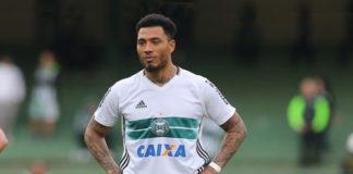 Kazim acerta com o Corinthians
